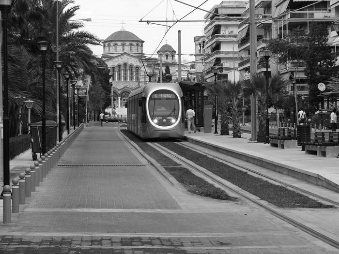Το τραμ στο Π. Φάληρο, 2011 πηγή: http://periplanomeno.wordpress.com