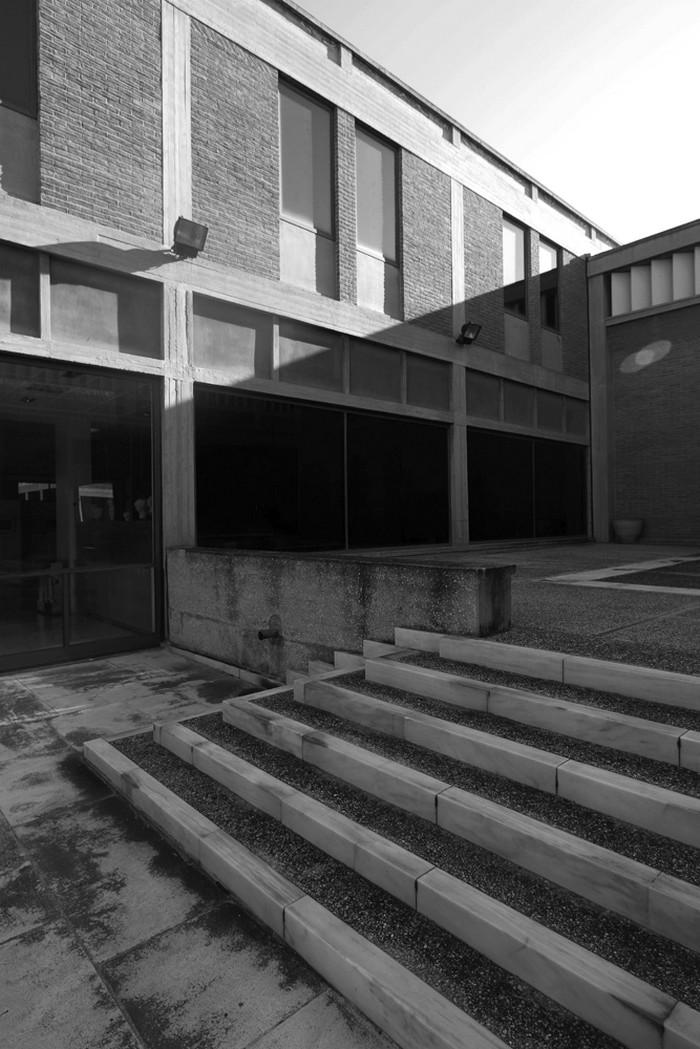 Άποψη της εσωτερικής αυλής του Βυζαντινού Μουσείου Θεσσαλονίκης  του αρχιτέκτονα Κυριάκου Κρόκου