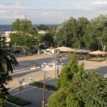 """Περίληψη Προκήρυξης Αρχιτεκτονικού Διαγωνισμού Ιδεών """"Στεγασμένου χώρου παραμονής οδηγών και επιβατών ταξί στην πόλη της Χίου"""""""