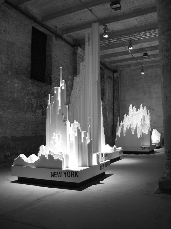 Στατιστικά στοιχεία πόλεων υπό μορφή μακέτας στη 10η Biennale Αρχιτεκτονικής «Cities. Architecture and Society», πηγή: www.flickr.com
