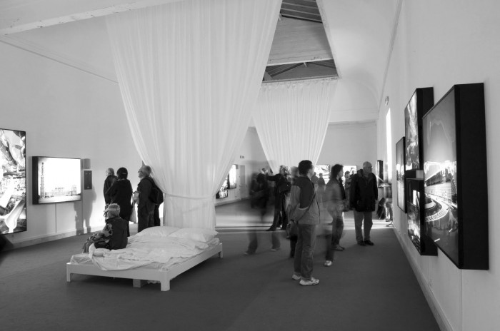 Το περίπτερο της Πολωνίας με θέμα «Hotel Polonia», το οποίο βραβεύτηκε με τον Χρυσό Λέοντα για την καλύτερη εθνική συμμετοχή στην 11η Biennale Αρχιτεκτονικής, πηγή: asfartinpractice.blogspot.com