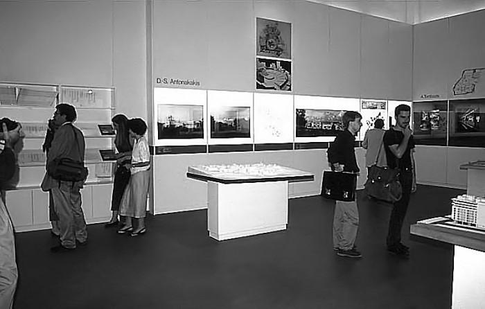 Άποψη της έκθεσης «Νέα δημόσια κτήρια» στην 5η Biennale Αρχιτεκτονικής φωτ. αρχείο Ε. Φεσσά-Εμμανουήλ