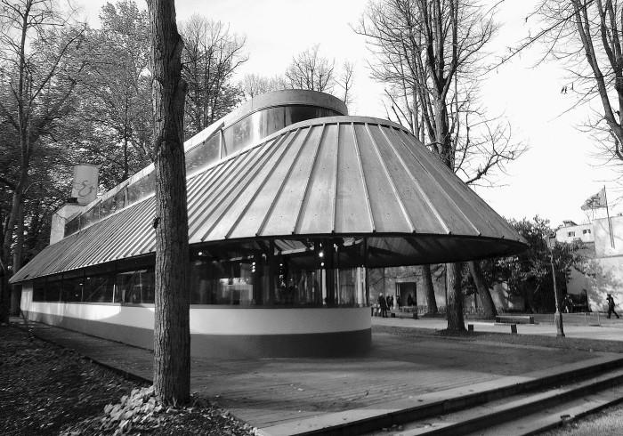 Το βιβλιοπωλείο της Biennale στα Giardini di Castello, σχεδιασμένο από τους αρχ. James Stirling και Michael Wilford το 1991