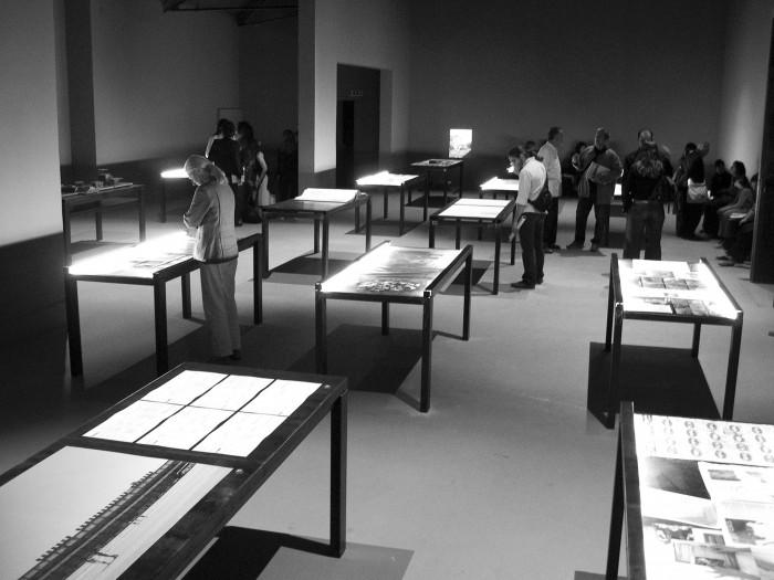 Στιγμιότυπα από την έκθεση «Παραδείγματα» στο ελληνικό περίπτερο της 9ης Biennale Αρχιτεκτονικής