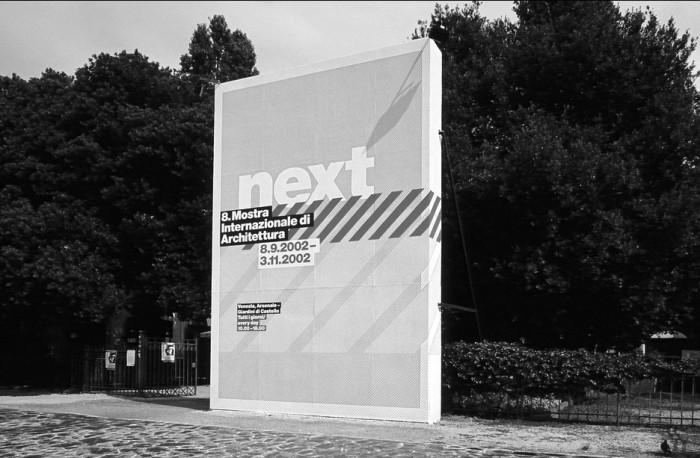 Πανό στα Giardini di Castello για την έκθεση «Next» της 8ης Biennale Αρχιτεκτονικής, πηγή: www.flickr.com
