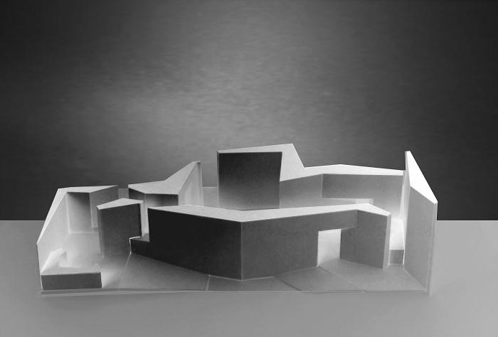 Η μακέτα της έκθεσης «Athens 2002: Absolute Realism» στην 8η Biennale Αρχιτεκτονικής, φωτ. αρχείο Τ. Κουμπή