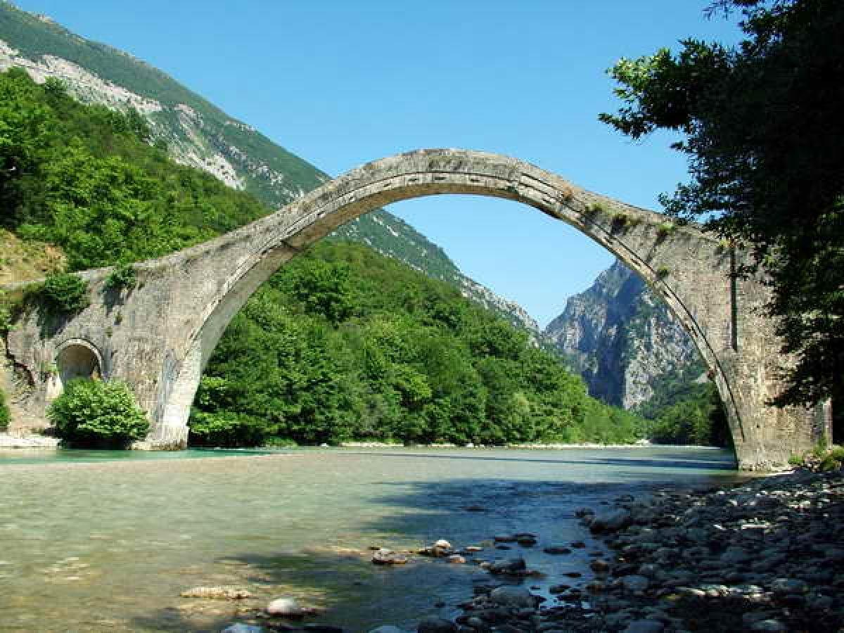 Δελτίο Τύπου σχετικά με την πρόσφατη καταστροφή του ιστορικού μνημείου της Γέφυρας της Πλάκας στην Ήπειρο